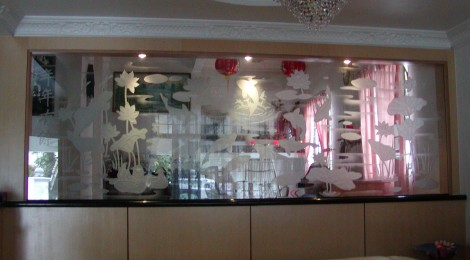 Decorating with Glass and Mirrors