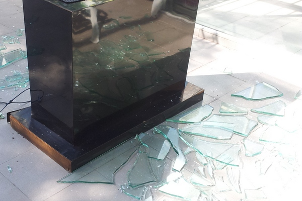 broke glass2