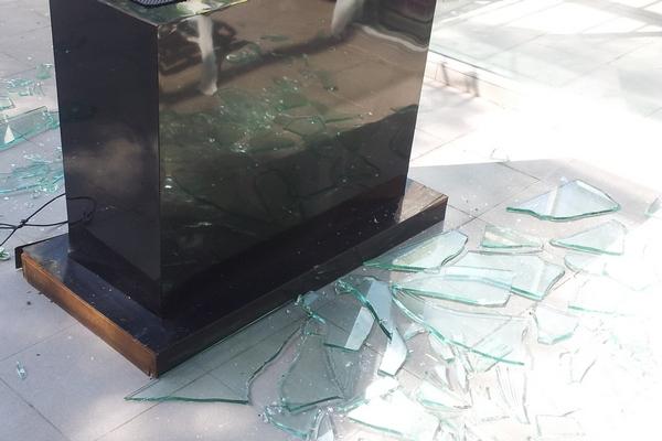 broke glass2