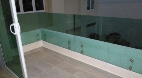 Frameless balustrade systems