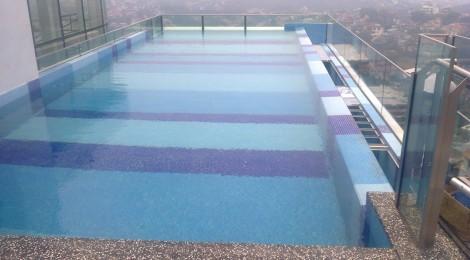 Infinity Swimming Pool Edge Wall Glass